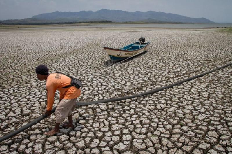 Debit air waduk Gajah Mungkur menyusut