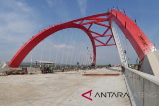 Konstruksi jembatan ikonik tol Semarang-Batang selesai