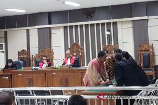 Bapak dan anak divonis 3,5 tahun bui karena suap Bupati Tasdi