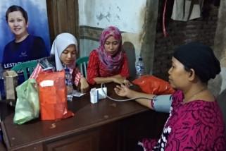 Warga Desa Mutih Kulon dapat giliran pengobatan gratis