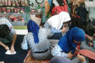 Batik karya siswa SLB Ungaran diminati sukarelawan mancanegara