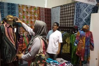 Mengenal batik abstrak dari Kampung Batik Laweyan