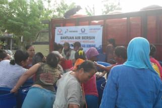Pertamina kirimkan 18.000 liter air bersih untuk Rembang.