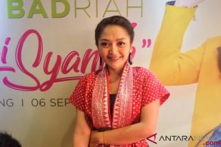 Siti Badriah rilis koleksi busana yang tersedia di toko online