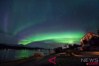 Ingin melihat Aurora Bororealis pada bulan Oktober hingga Maret,