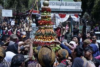 Ratusan warga Gunung Merbabu ikuti tradisi