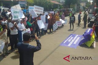 Tarif naik dan pelayanan mengecewan, pelanggan PDAM Batang demo