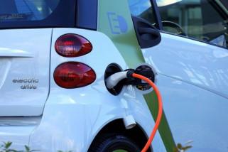 Di-charge 15 menit, mobil listrik bisa melesat 400 km