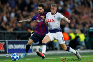 Krisis pemain belakang, Barcelona dekati bek Tottenham Alderweireld