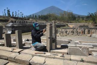Rekonstruksi bangunan situs Liyangan