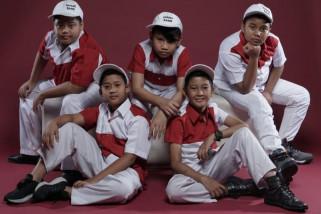 Kostum Smart Band terinspirasi J-Rock
