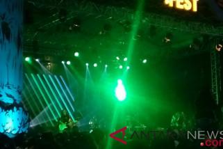 Penampilan Steven & Coconuttreez pukau penonton saat tampil di Synchronize Fest