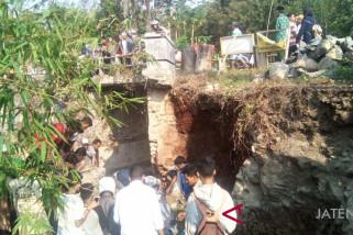 Pekerja bangunan di Pekalongan tewas tertimpa longsor