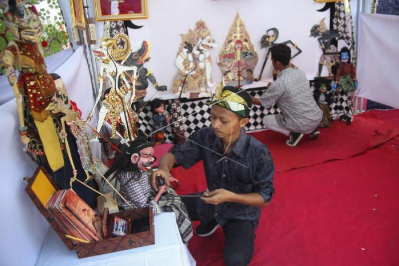 Festival ragam perdagangan pasar tradisional