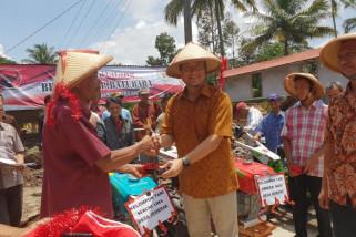 Juliari Batubara beri petani Kabupaten Semarang bantuan traktor