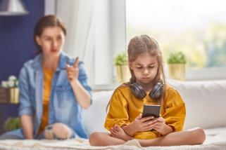 Orang tua harus mengontrol anak agar tidak kecanduan gadget
