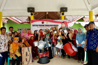 Dewi Aryani Beri Bantuan Alat TKM di Dapil 9 Jateng