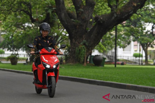 Presiden jajal sepeda motor listrik buatan Indonesia