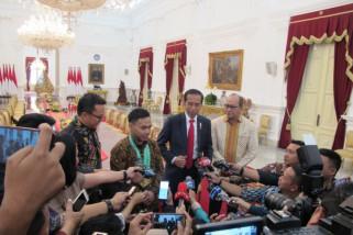 Presiden Jokowi beri bonus Rp250 juta kepada Eko Yuli