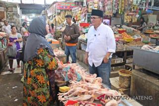 Blusukan ke pasar, Ruhut: Uang Rp50.000 masih bernilai