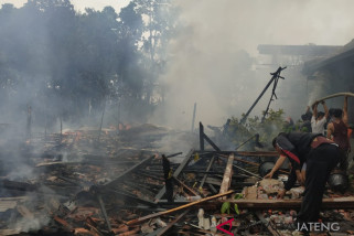Korsleting listrik, empat rumah terbakar