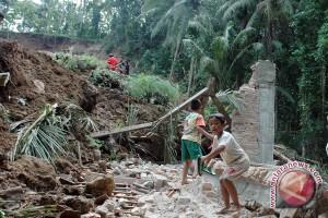 BPBD Bantul: satu rumah tertimpa tanah longsor