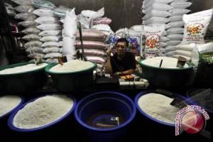 Pedagang belum menjual beras sesuai HET