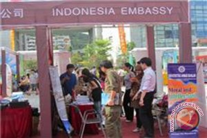 Bulu mata palsu Indonesia laku di Italia