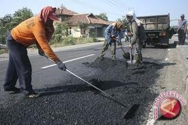 Kulon Progo perbaiki Jalan Serang-Kepek Pengasih