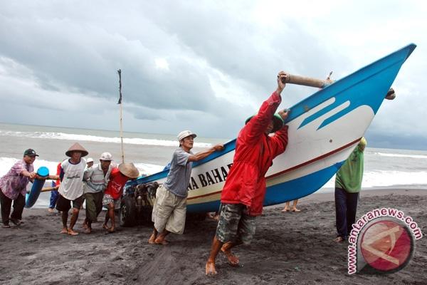 DKP bagikan 900 lembar asuransi nelayan