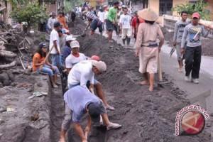Yogyakarta membangun talut sungai melalui padat karya