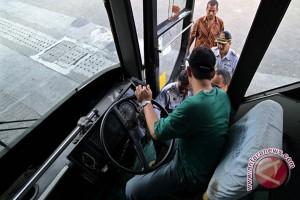 Dishubkominfo periksa kelayakan puluhan kendaraan angkutan