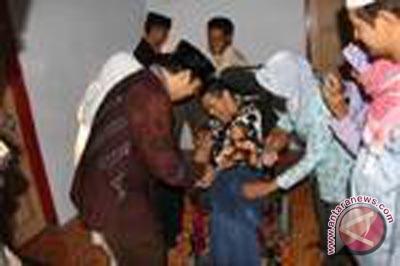 Dinsosnakertrans Kulon Progo serahkan bantuan ke panti asuhan