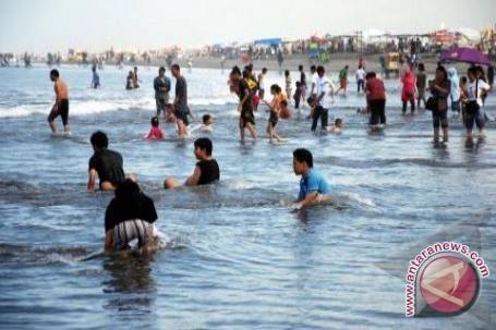 Seratusan pengunjung Pantai Parangtritis tersengat ubur-ubur