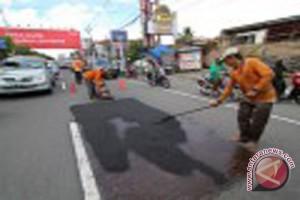 DPUPKP  hentikan sementara pekerjaan perbaikan jalan