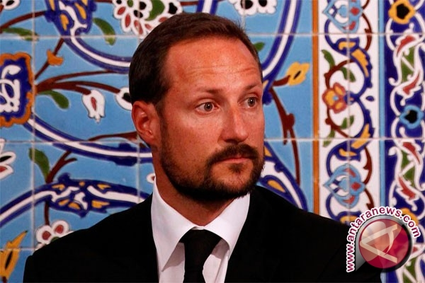Putra Mahkota Norwegia lihat pusaka Keraton Ngayogyakarta