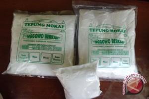 Pelaku IKM Gunung Kidul membuat beras mocaf