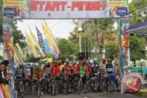 220 Atlet ikuti