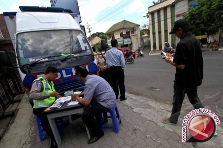 Layanan SIM dan Samsat keliling mudahkan masyarakat