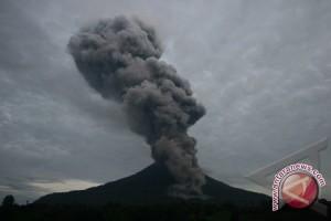 BNPB: tiga tewas terkena letusan Gunung Sinabung