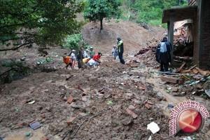 Hujan deras di Gunung Kidul akibatkan longsor