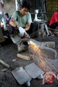 Pandai besi Kulon Progo produksi alat pertanian