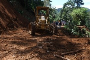 Jalan Dekso-Samigaluh Kulon Progo tertimbun longsoran