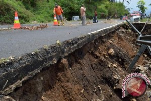 Ratusan kilometer Jalan Kabupaten Gunung Kidul rusak
