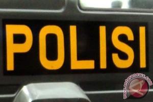 Polisi olah TKP di rumah peracik oplosan