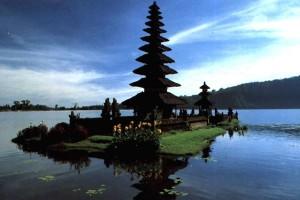 Perkembangan pariwisata Bali dinilai tidak searah