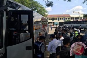 Lebaran 2016 - Kedatangan penumpang di Giwangan terlambat enam jam