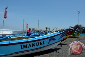 Nelayan Glagah tetap melaut meski gelombang tinggi