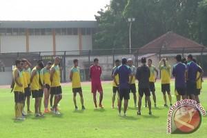 Sepak Bola - Arema Cronus usung kekuatan penuh ke Yogyakarta