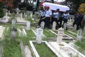 """Jenazah """"JMU"""" Super Tucano dimakamkan secara militer"""